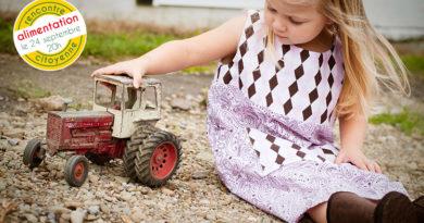 tracteur et petite fille
